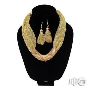 Fashion Costume Necklace With Metal Pendant- Gold