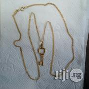 ITALY 750 Pure 18karat Gold Bed Carpet Design Wit Key Pendant   Jewelry for sale in Lagos State, Lagos Island