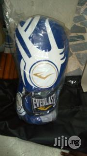 Everlast Punching Gloves Blue Color | Sports Equipment for sale in Lagos State, Surulere