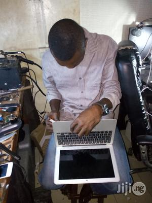 Professional Apple Products Service Centre (Laptops,iPhone, iPad, Tab)