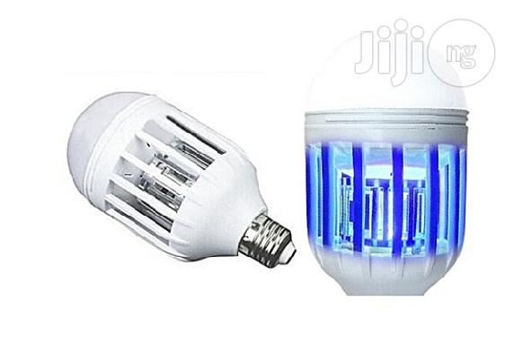 LED Anti-mosquito Bulb 1000LM 6500K Electronic Insect Fly Lure Kill Bulb White