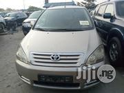Toyota Avensis Verso Automatic 2004 Gold   Cars for sale in Lagos State, Apapa