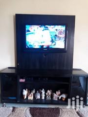 Samsung TV And Shelve In Perfect Condition For Sale   Furniture for sale in Lagos State, Isolo