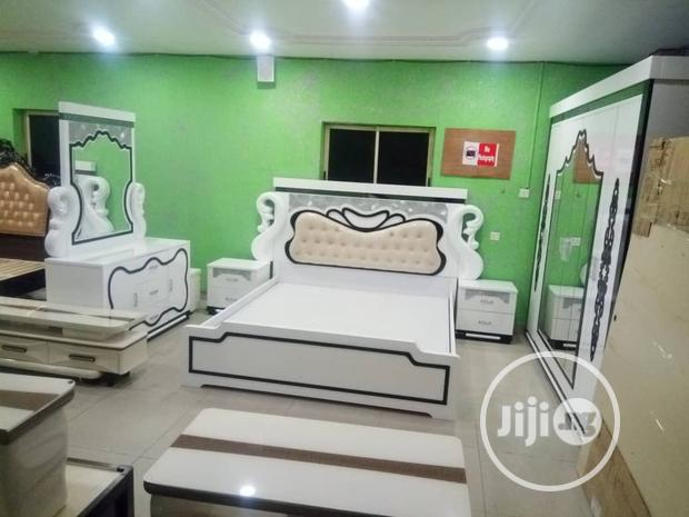 Quality Sets Of Royal Bed With Dressing Mirrow