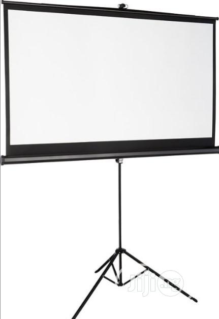 Archive: Clean And Bright Projectors And Screen