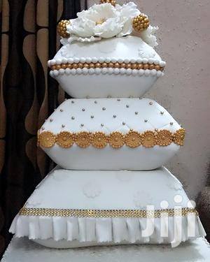 Wedding Cake, Off White & Gold Color