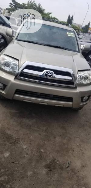 Toyota 4-Runner 2008 Gold