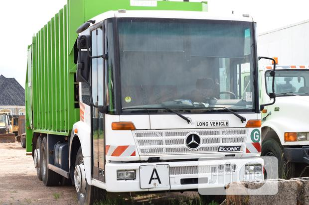 Archive: Mercedes Refuse Collection Truck