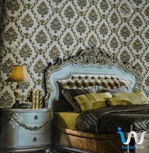 Queen's Floral Gold Damask Wallpaper