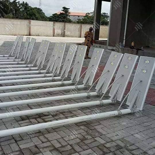60w All In One LITHIUM Batteries Solar Street Light+ Pole+Installation