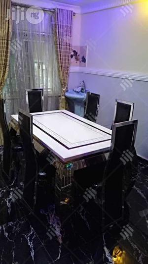 This A Classic Marble Marble Dinning Table With Six Chairs