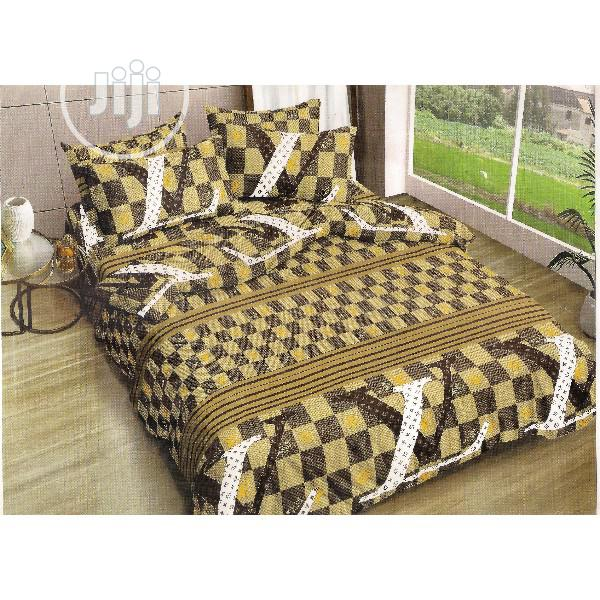 Duvey + Bedsheet + 4 Pillow Cases 7 X 7 BIGGEST BED SIZE