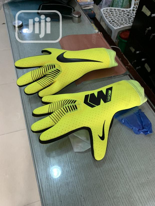 Professional Goalkeeper Glove
