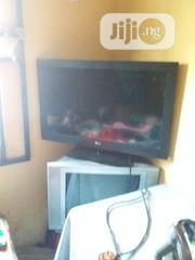 """LG TV 32"""" Display Size 