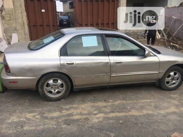 Archive: Honda Accord 2000 Coupe Gold