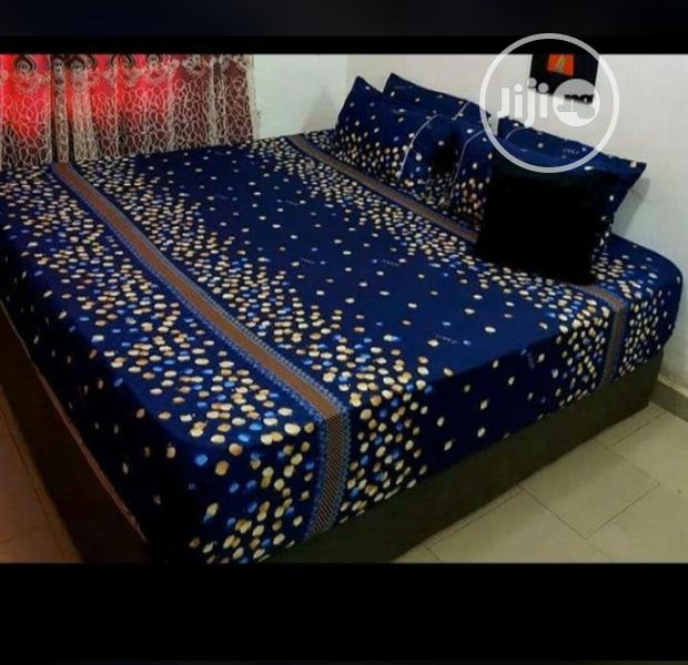 Duvet And Bedsheet With 4pillow Cases.6by7.