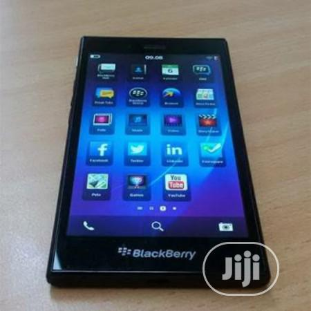 Archive: BlackBerry Z3 8 GB Black