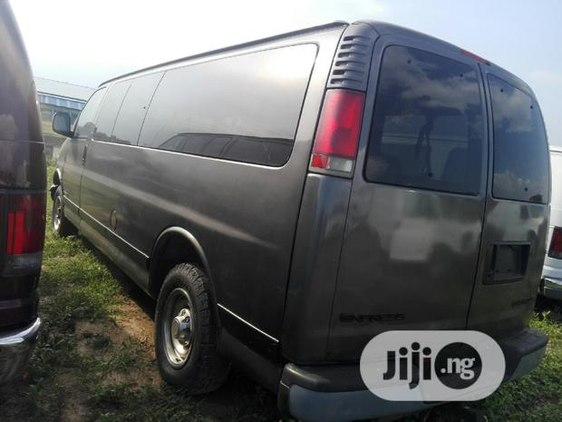 Archive: Chevrolet Express 2002