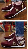 Unisex Sneakers With Gold Stripe (Wholesales, Nationwide Delivery)   Shoes for sale in Lagos Island, Lagos State, Nigeria