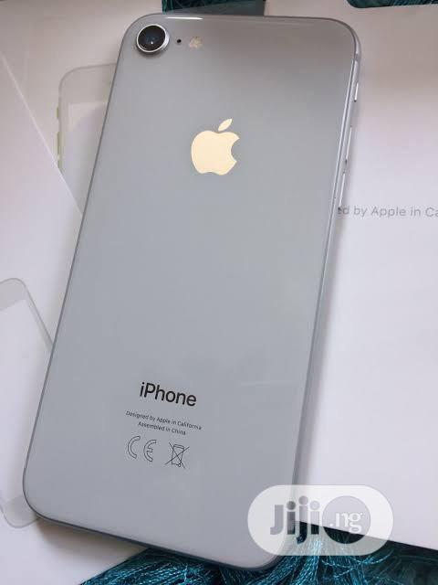 Archive: Apple iPhone 8 64 GB Silver