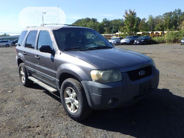 Archive: Ford Escape 2005 XLT Gray