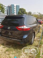 Toyota Sienna 2018 XLE AWD (3.5L 6cyl 8A) Blue | Cars for sale in Abuja (FCT) State, Jabi