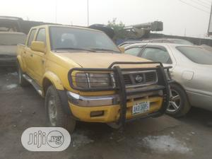 Nissan Pick-Up 1999 Yellow
