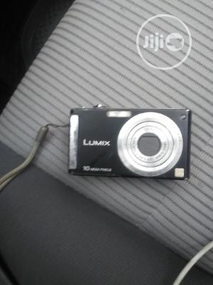 This Is A Picture Camera With 10mega Pixels And With 1gbmemorycard