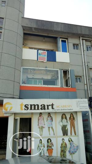3 Bedrooms Flat for Residential or Office Use