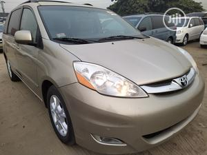 Toyota Sienna 2008 XLE Limited Gold