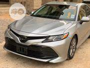 Toyota Camry 2018 XLE FWD (2.5L 4cyl 8AM) Silver | Cars for sale in Abuja (FCT) State, Kado
