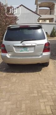 Toyota Highlander Limited V6 4x4 2004 Gold | Cars for sale in Abuja (FCT) State, Garki 2