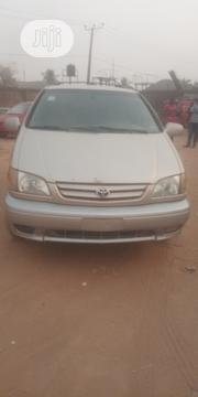 Toyota Sienna 2002 Gold | Cars for sale in Abuja (FCT) State, Karu