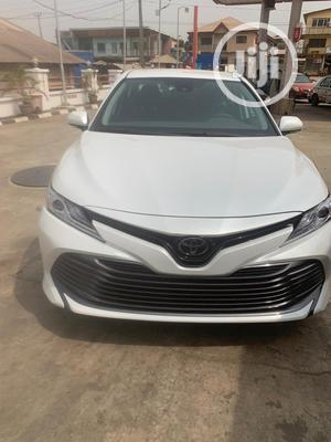 New Toyota Camry 2019 XLE (2.5L 4cyl 8A) White