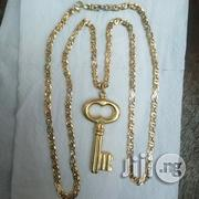 Pure ITALY 750 Tested 18krt Gold Vasae Scissors Wt Key Pendant   Jewelry for sale in Lagos State, Lagos Island